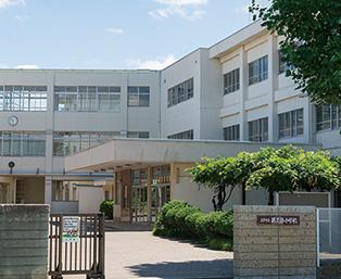 藤久保小学校 約700m(徒歩9分)