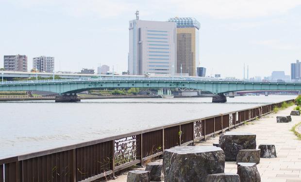 隅田川テラス 約1,230m(徒歩16分)