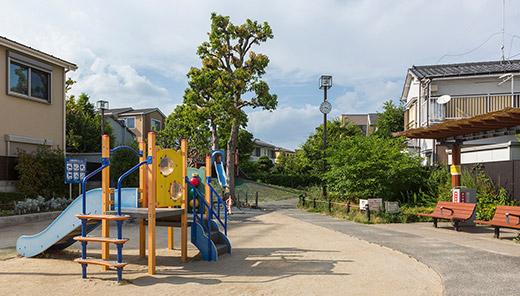 町屋二丁目児童遊園 約100m(徒歩2分)