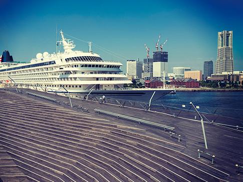 横浜港大さん橋国際客船ターミナル 約1,940m(徒歩25分)
