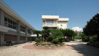 千田小学校 約480m(徒歩6分)