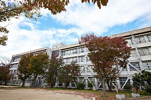 豊中市立第二中学校 約1,110m(徒歩14分)