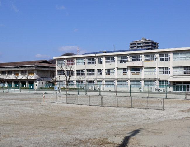 岐阜市立梅林中学校 約1,430m(徒歩18分)