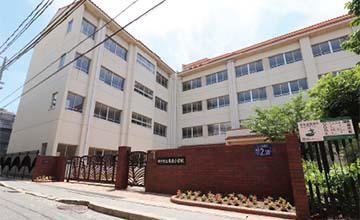 市立本庄小学校 約240m(徒歩3分)