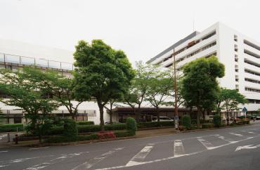 獨協医科大学埼玉医療センター 約990m(徒歩13分)