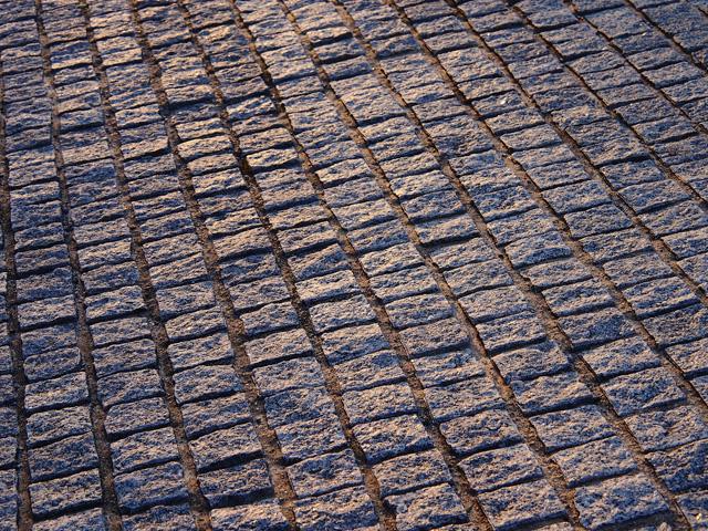 ザ・シンフォニーホール前の石畳 約80m(徒歩1分)