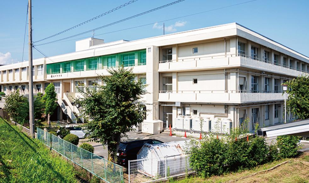 市立高田中学校 約730m(徒歩10分)