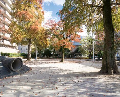 小川町公園 約110m(徒歩2分)