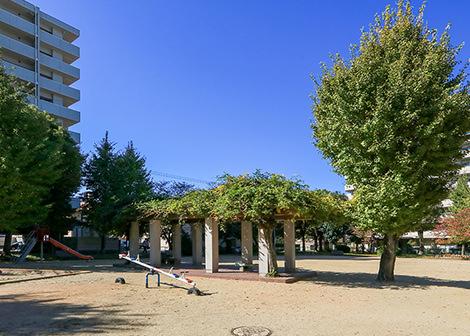 南神屋児童公園 約70m(徒歩1分)
