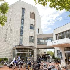 楠葉図書館・楠葉生涯学習市民センター・枚方市役所北部支所 約410m(徒歩6分)