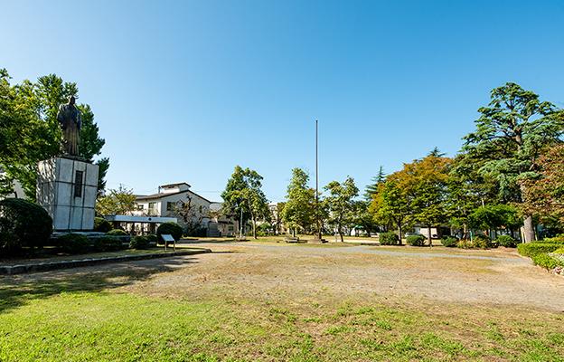 左内公園 約300m(徒歩4分)