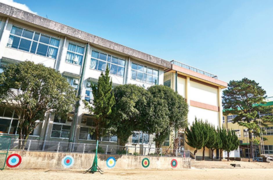 池田小学校 約1,170m(徒歩15分)