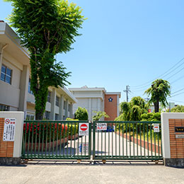 西新小学校 約1,310m(徒歩17分)