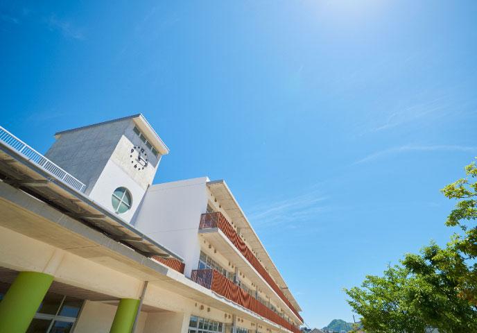 照葉小・中学校 約710m(徒歩9分)