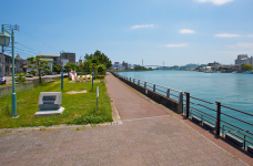 徳島みなと公園 約20m(徒歩1分)