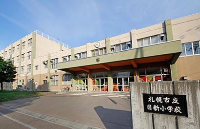 日新小学校 約600m(徒歩8分)
