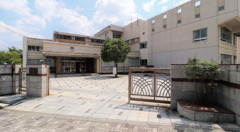 名古屋市立自由ケ丘小学校 約440m(徒歩6分)