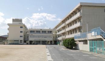 市立芳泉小学校 約790m(徒歩10分)