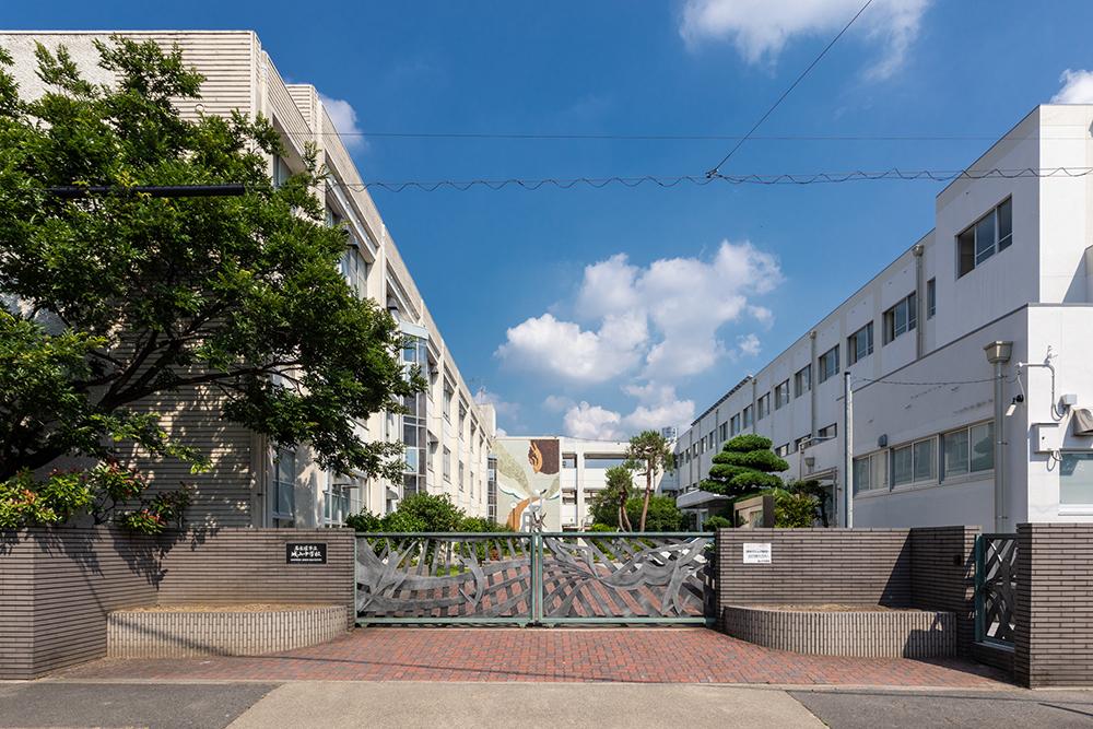 市立城山中学校 約500m(徒歩7分)