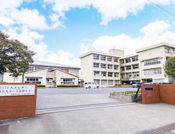 前原西中学校 約2,330m(自転車10分)
