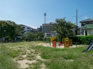 津久野公園 約330m(徒歩5分)