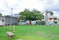 楠公通り児童公園 約610m(徒歩8分)