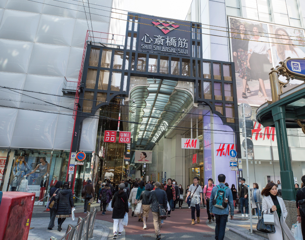 心斎橋筋商店街 約1,200m(徒歩15分)