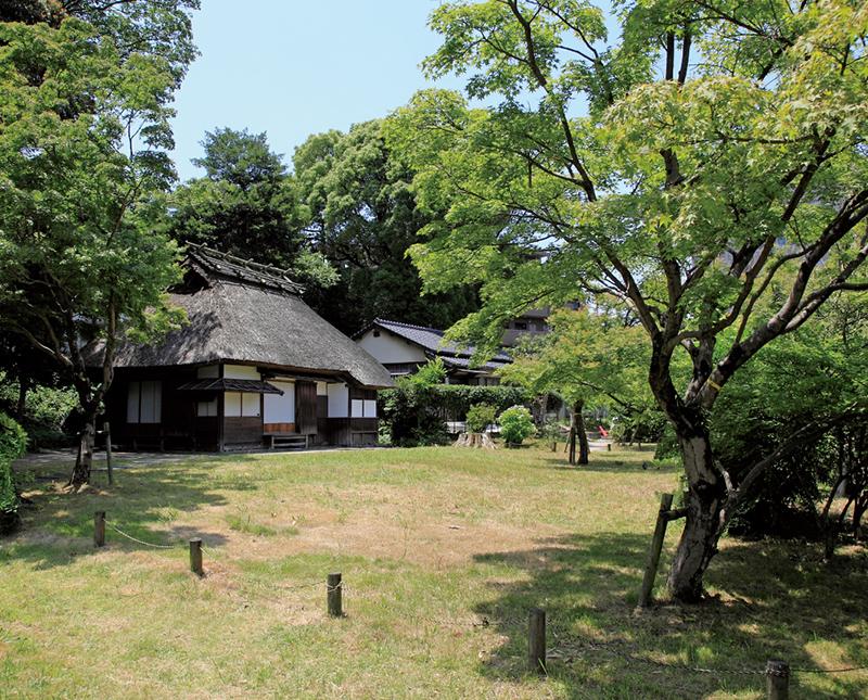 平尾山荘 約120m(徒歩2分)