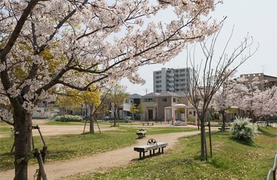 鷹取駅北公園 約120m(徒歩2分)