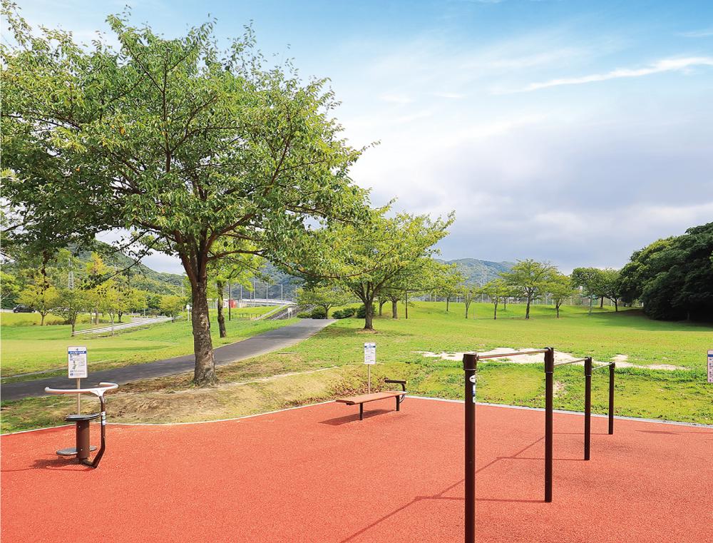 志井公園 約580m(徒歩8分)