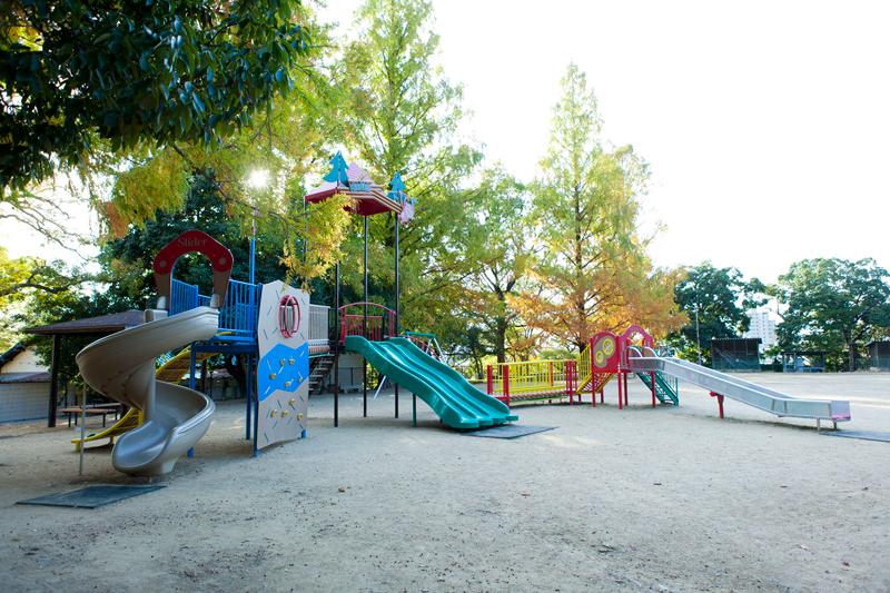 東山公園 約150m(徒歩2分)