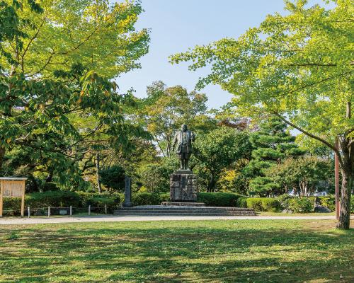 駿府城公園 約940m(徒歩12分)