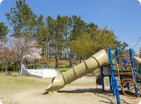 青山公園 約660m(徒歩9分)