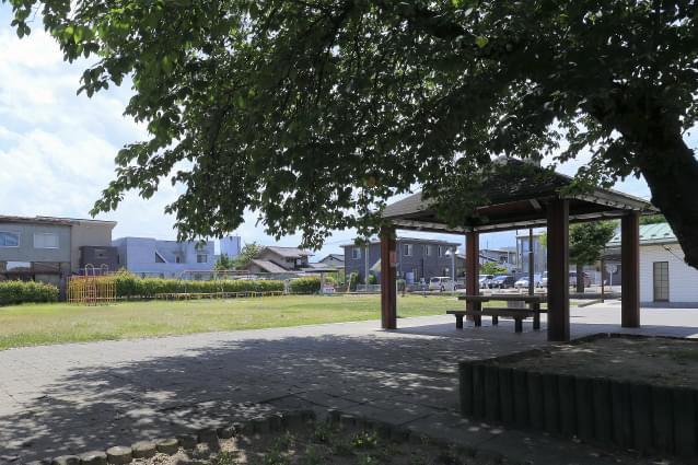 西児童公園 約230m(徒歩3分)