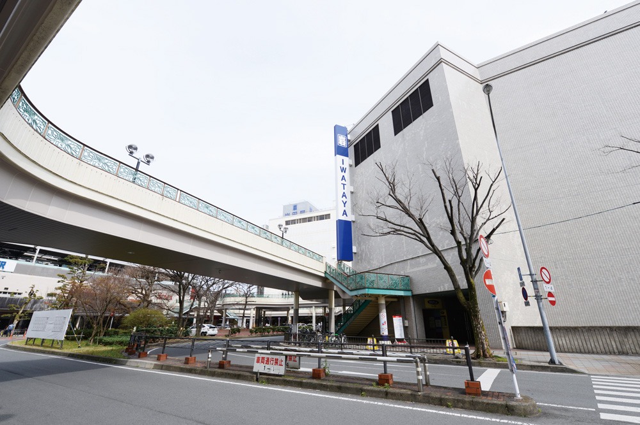 岩田屋久留米店 約790m(徒歩10分)