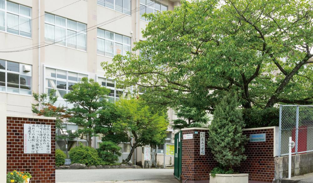 長丘小学校 約140m(徒歩2分)
