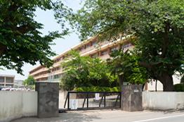 南陵中学校 約860m