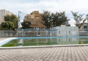 横浜市岡野公園プール 約310m(徒歩4分)