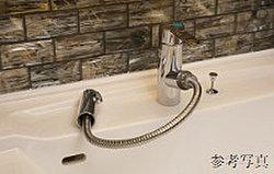 シンプルでスタイリッシュなデザイン。スリム&コンパクトな吐水口引出し式水栓です。