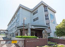 津賀田中学校 約590m(徒歩8分)