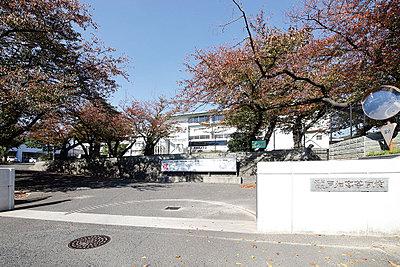 戸畑高校 約610m(徒歩8分)