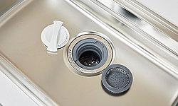 生ゴミをスイッチひとつで衛生的に処理でき、嫌な臭いやゴミ出しの手間を軽減します。※生ゴミの種類によっては処理できないものがあります。