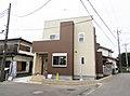 次世代型住宅「屋上庭園」のある「南桜井」駅徒歩12分の新邸、開放感のある北東角地です。