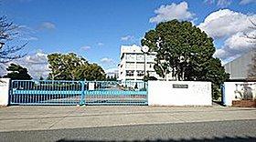 緑ヶ丘中学校 (約200m徒歩3分)