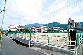 三坂地小学校 (約150m:徒歩2分)