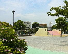 青戸平和公園が徒歩7分(約550m)