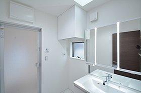 収納不足になりがちな洗面室もランドリですっきり解消(I号棟)
