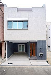 シックな外観です。スマートな佇まいがおしゃれな雰囲気を演出しています。落ち着きのある色使いをぜひ現地でご体感くださいませ。【建物プラン例/建物面積:100m2、建物価格:1550万円】