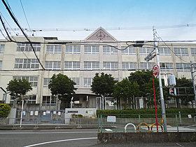 上野芝小学校 徒歩5分(約400m)