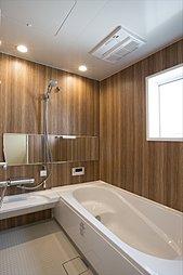 梅雨時のお洗濯にも便利な浴室暖房乾燥機付き(施工例写真)